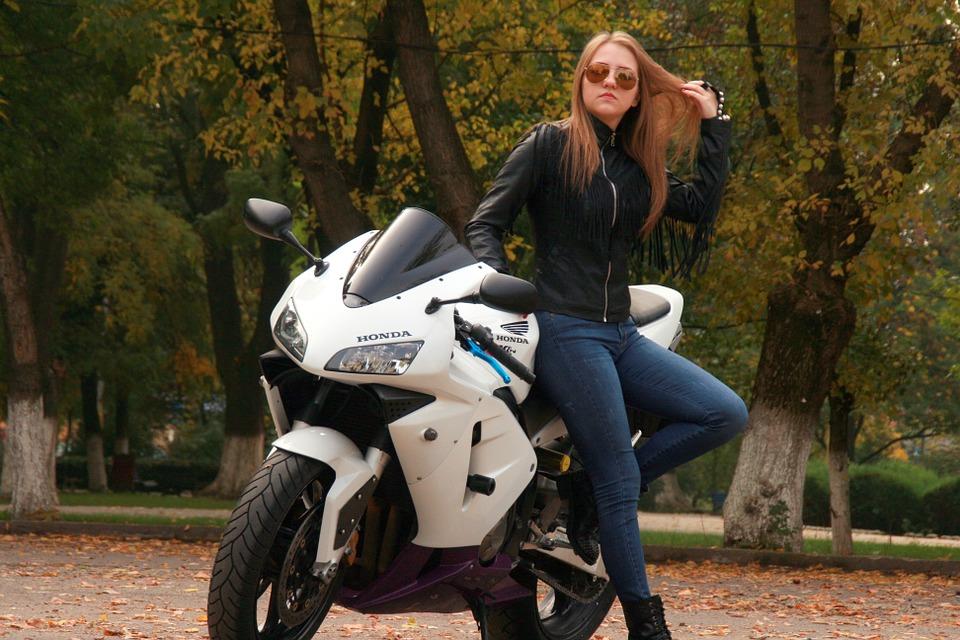La moto necessita di uno stile che riesca a starle dietro
